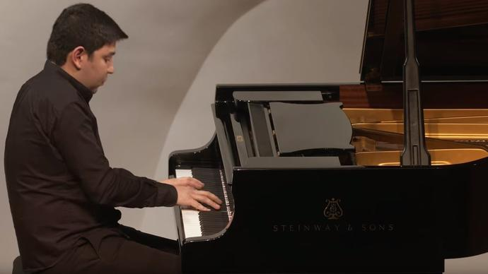 photo of Behzod Abduraimov playing the piano