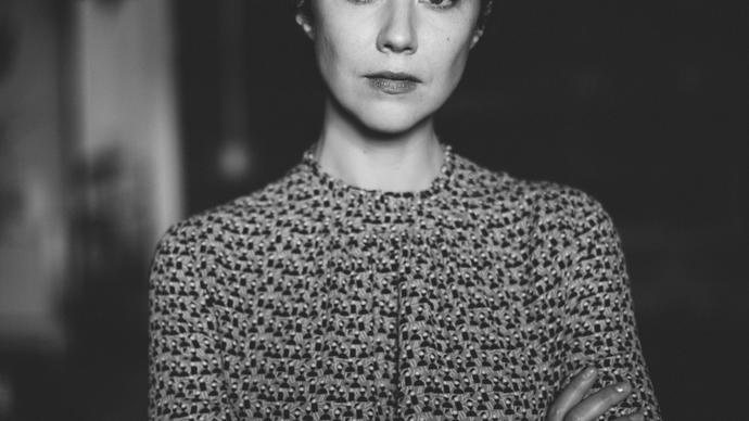 black and white photo of lisa hannigan