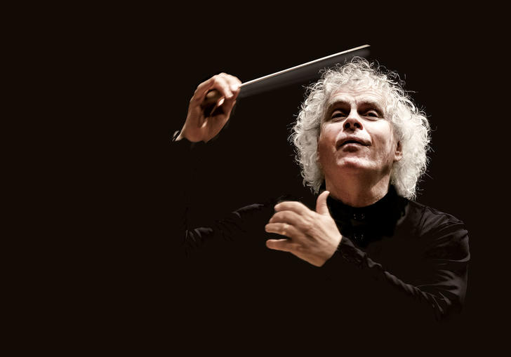 Photo of Sir Simon Rattle conducting