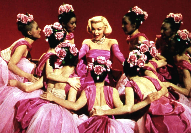 Marilyn Monroe surrounded by fan girls in Gentlemen Prefer Blondes