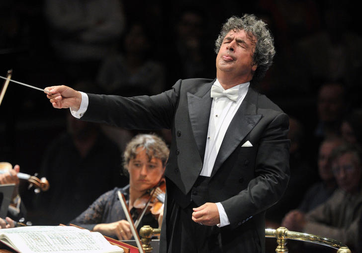 Semyon Bychkov conducting on stage