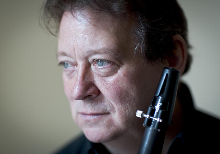 Andrew Marriner holding clarinet