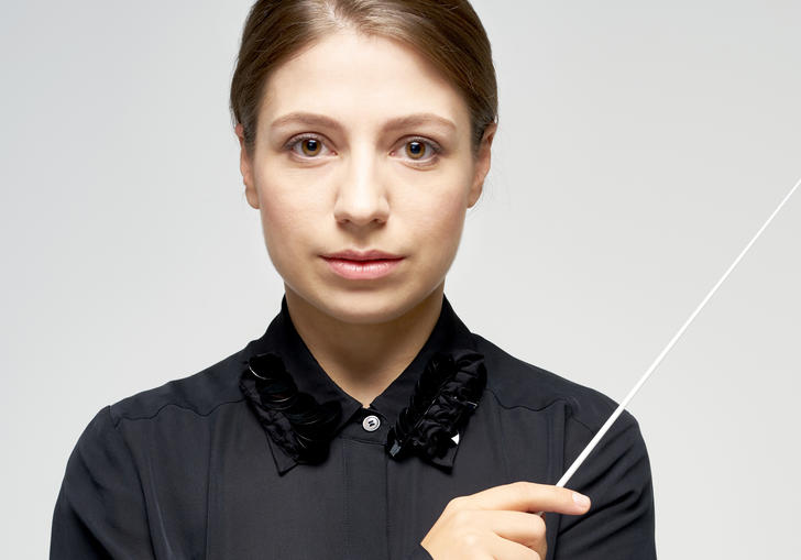 Dalia Stasevska portrait with baton