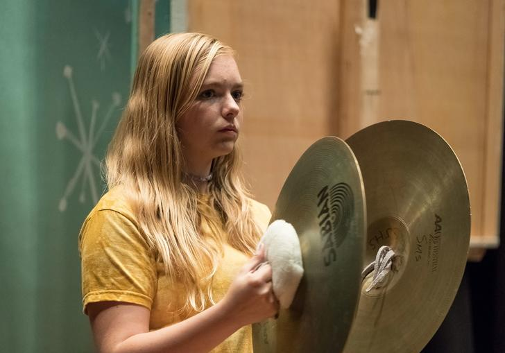Thirteen year old Kayla (Elsie Fisher) playing cymbals