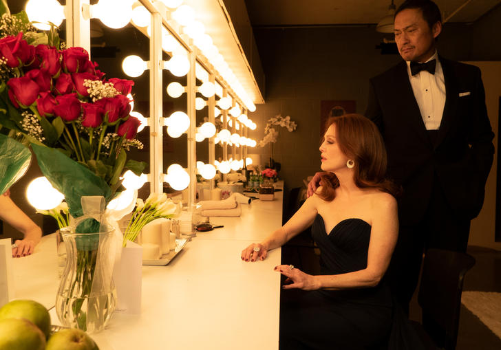 Ken Watanbe and Julianne Moore stood in front of a dressing room mirror.