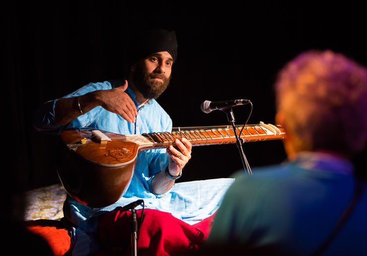 Harmeet Virdee teaching a class with his sitar