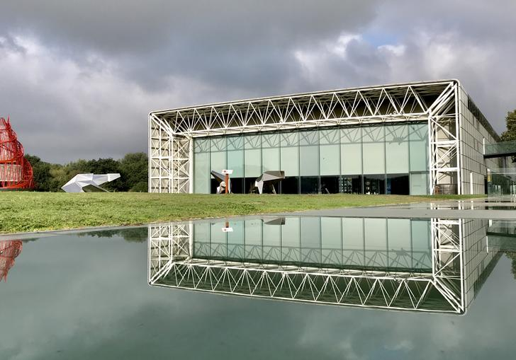 A photo of the Sainsbury Centre for the Visual Arts, one of Tony Hunt's projects