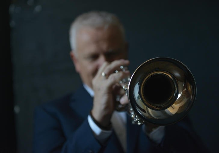 Mike Lovatt playing trumpet
