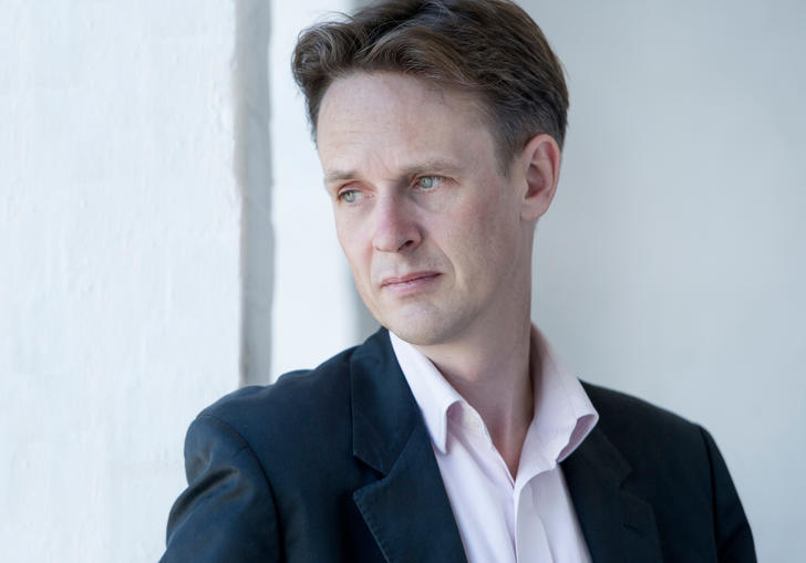 Ian Bostridge gazing absently into the middle distance