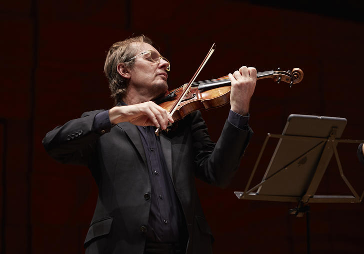 Richard Tognetti passionately playing his violin