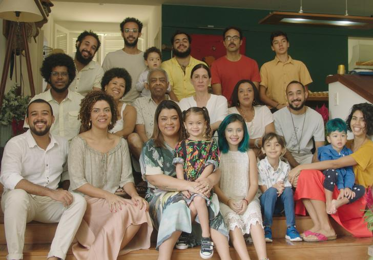 Gilberto Gil with his extended family at his home