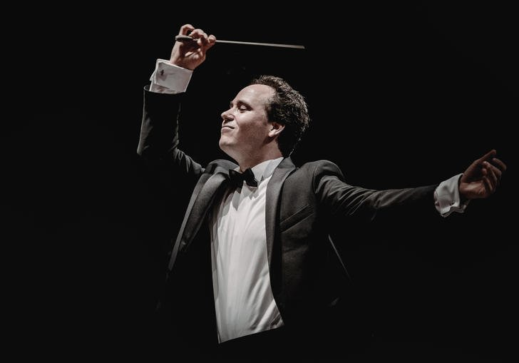 Gergely Madaras conducting