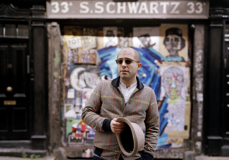 Mahan Esfahani in front of a graffiti wall