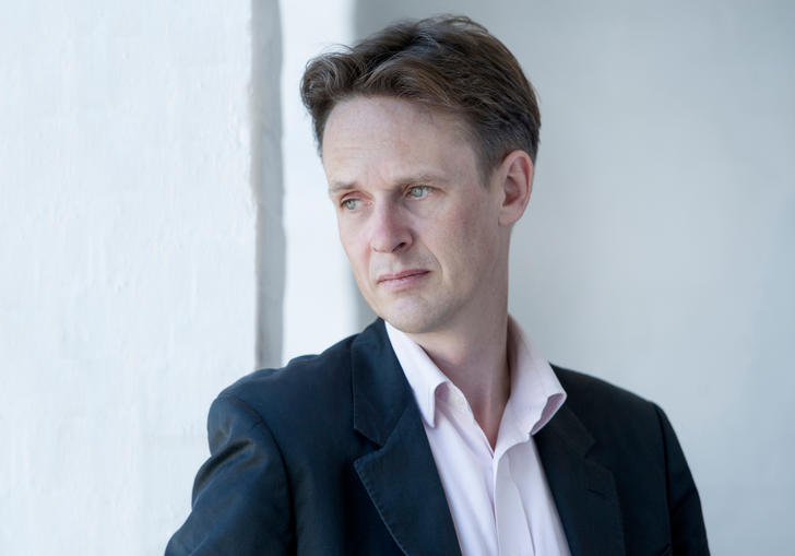 ian bostridge looking out into the distance