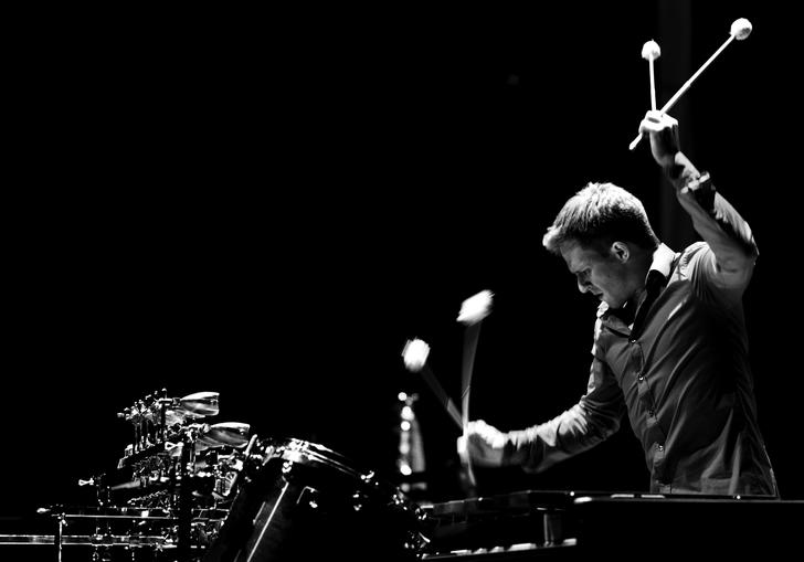 A black & white picture of Christoph Sietzen performing