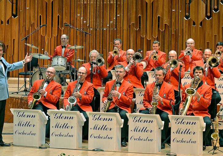 A picture of the Glenn Miller Orchestra performing