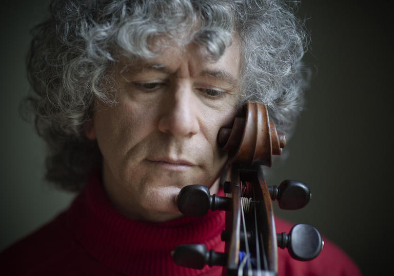 Steven Isserlis close up with violin