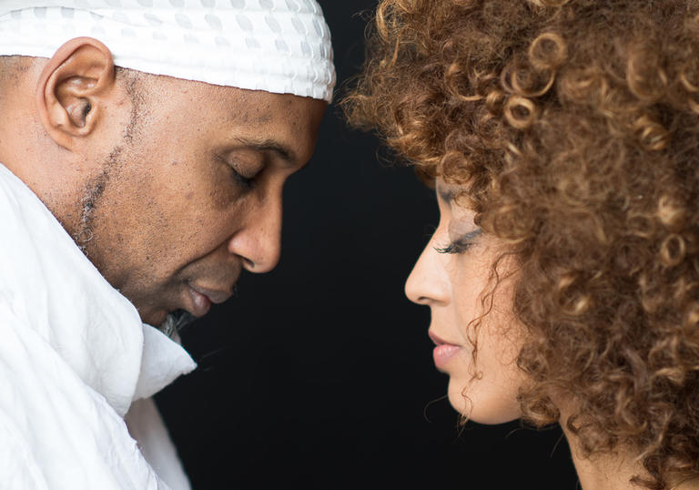 Omar Sosa & Yilian Canizares face each other, wearing white