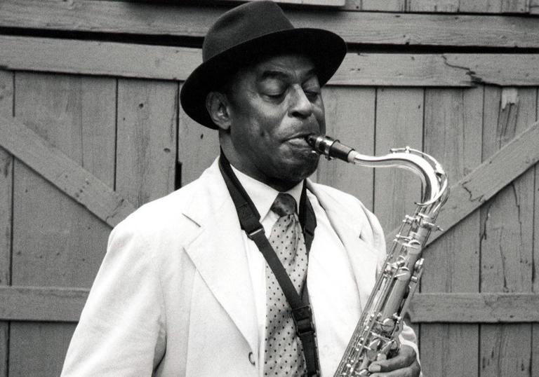 Archie Shepp likes hats, white jackets and playing the sax with unprecedented passion