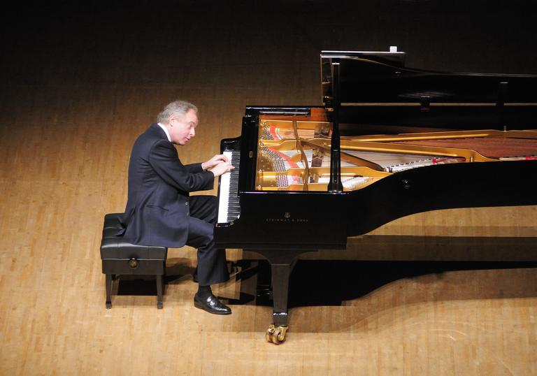 Andras Schiff at piano on stage