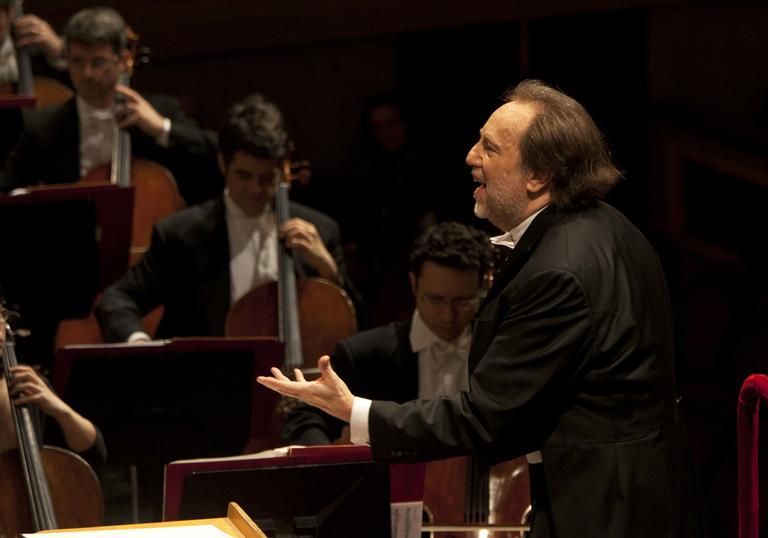 A picture of Riccardo Chailly conducting