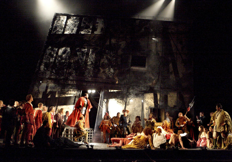 An image from Rigoletto by the Royal Opera House