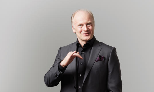 Photo of Gianandrea Noseda in black suit
