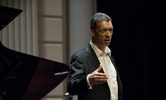 Roderick Williams singing on stage