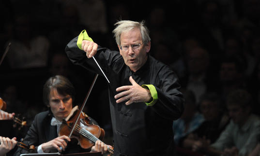 Sir John Eliot Gardiner conducting