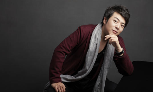Lang Lang leaning on piano
