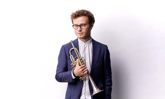 Simon Hofele portrait with trumpet