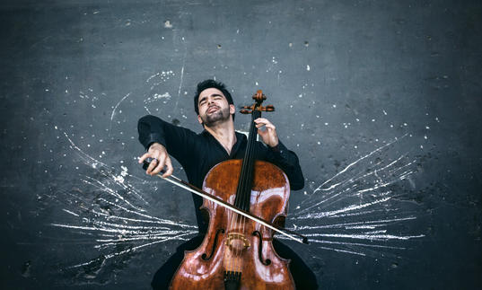 Pablo Ferrandez playing cello