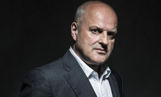 A headshot of Christopher Purves